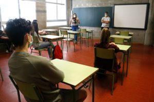 Un grup d'alumnes de 3r d'ESO de l'Institut Escola Costa i Llobera, a l'aula. Foto: Blanca Blay / ACN