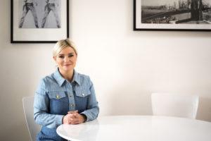 La ministra islandesa Lilja Dögg Alfreðsdóttir s'ha enfrontat a Disney+ les darreres setmanes perquè publiqui continguts en la llengua del país. Foto: govern d'Islàndia (cedida).