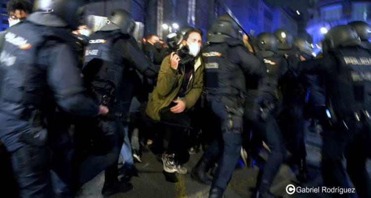 El periodista valencià Germán Caballero va resultar ferit en quedar atrapat en una càrrega policial mentre cobria les protestes a València. Foto: Gabriel Rodríguez (cedida).