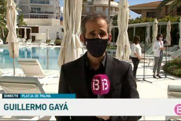 El periodista Guillermo Gayà va ser amonestat per dur el logo d'IB3 a la mascareta. Imatge: IB3.