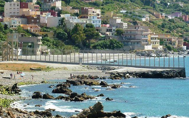 La frontera entre el Marroc i l'Estat espanyol a Ceuta, en una imatge d'arxiu. Foto: Mario Sánchez Bueno / Wikimedia Commons.