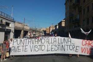 Manifestació pels vints anys de la contracimera de Gènova. Foto: Radio onda d'urto.