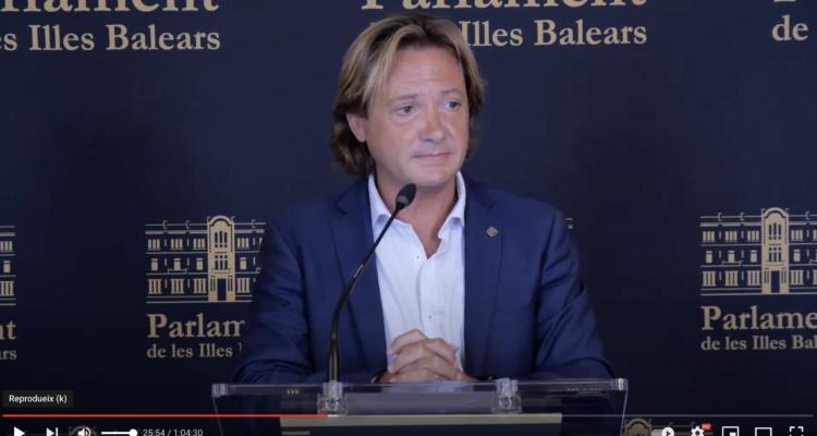 El diputat de Vox al Parlament Balear Jorge Campos en roda de premsa