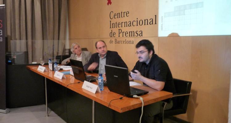 Presentació del primer informe de 'Mèdia.cat' al Centre Internacional de Premsa, el 6 d'octubre de 2009, amb Josep Gifreu, Joan Vila i Roger Palà.