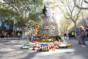El monument a Rafael Casanova de Barcelona, després de les ofrenes florals de la Diada 2020 / Foto: Job Vermeulen - ACN
