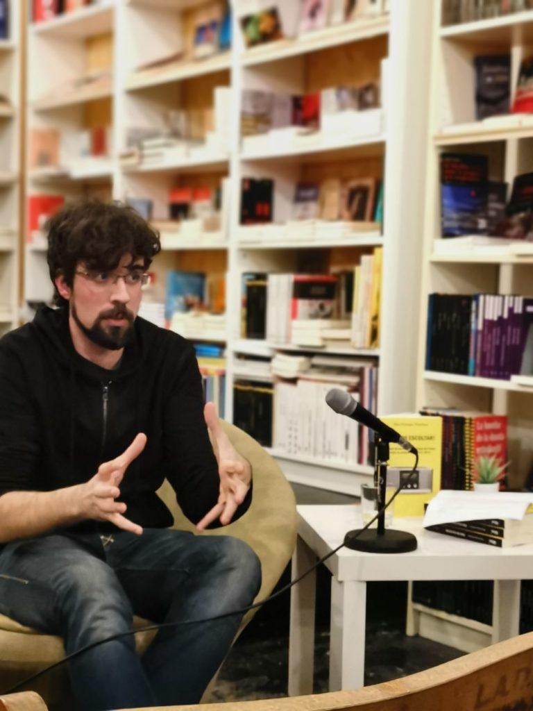 Eloi Camps és l'autor de 'Fem-nos escoltar!', un llibre sobre les ràdios comunitàries als Països Catalans. Foto: Vicent Canet.