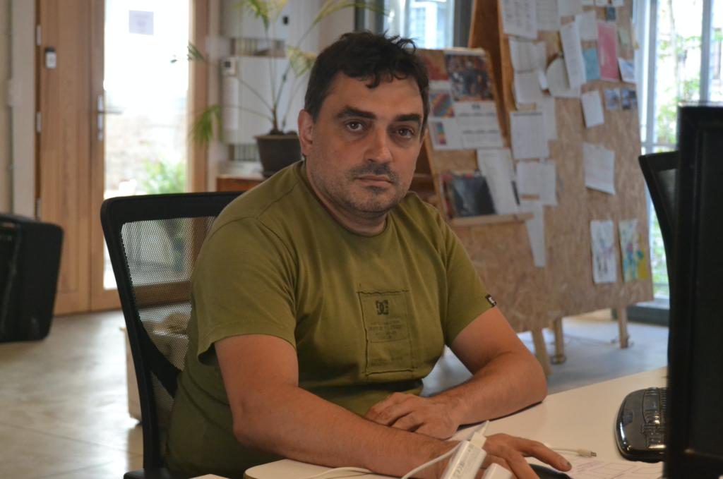 Jesús Rodríguez a la redacció de 'La Directa'. Foto: Sergi Moyano.