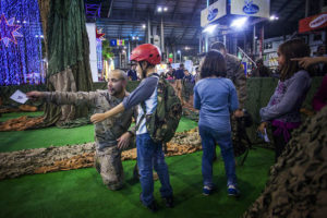 La Tercera Subinspecció Oficial de l'Exèrcit organitza una de les activitats del Festival de la Infància / Foto: Carmen Secanella (Diari de l'Educació)