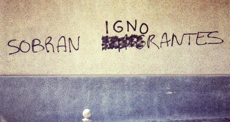 Una pintada contra la immigració al Maresme va ser modificada. Foto: cedida.
