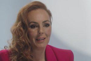 Rocío Carrasco, al programa de Telecinco en què explica que ha estat víctima de violència masclista per part del seu exmarit, Antonio David Flores. Imatge: Mediaset.